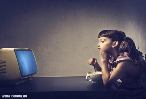 zastyvshij-vzglyad-vliyanie-televizora-na-razvitie-detej-1