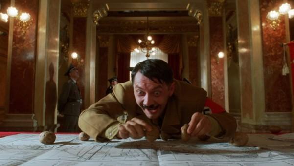 igrivyj gitler plody ubijstva kultury 3  601x340 custom «Игривый Гитлер» – плоды убийства культуры