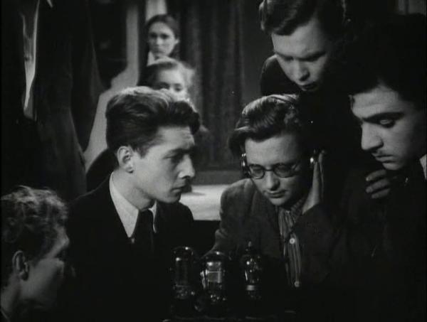 film-molodaya-gvardiya-1948-podvigu-naroda-zhit-v-vekax-4