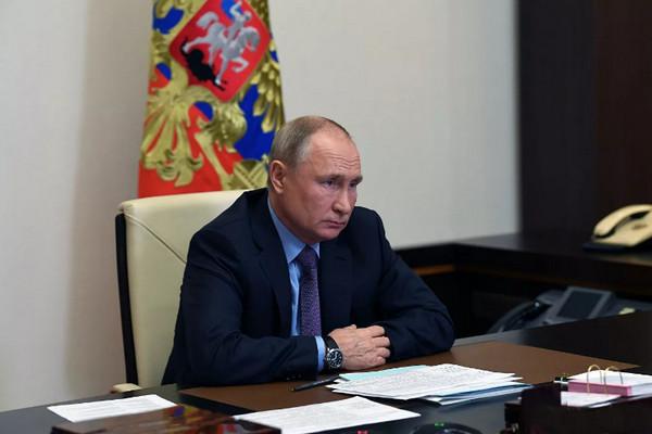 Путин призвал телеканалы не корёжить сознание людей: «В эфире такие вещи – оторопь берёт»