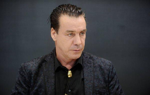 Стоит ли давать гражданство России лидеру группы Rammstein?